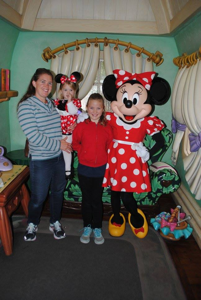 These kids earned dimes for Disney and saved their allowance for months to go to Disneyland!
